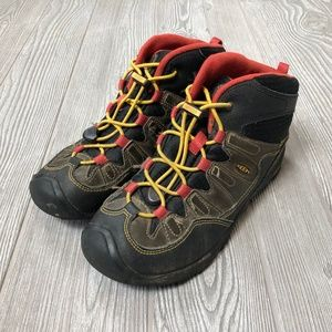 KEEN Waterproof Hiking Boots Women's Sz. 5